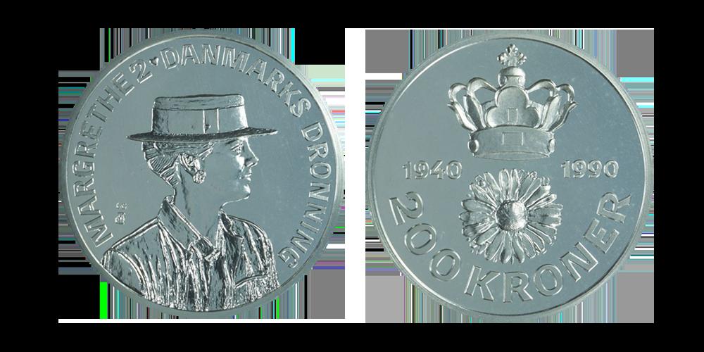 Denne officielle mønt med Hendes Majestæt er præget i 80% sølv, en diameter på 38 mm og en vægt på hele 31,1 gram. Mønten er præget i anledning af hendes 50 års fødselsdag den 16 april 1990.
