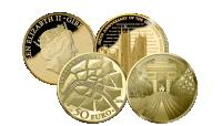 Mønter med motiv af Westminster Abbey i London og Triumfbuen i Paris. De mest ikoniske monumenter i verden