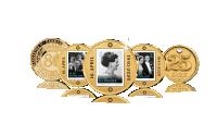 Indeholder 4 guldbelagte medaljer og en 25 øre 1900-2008 belagt med 24 karat guld og platin. Et fantastisk minde om vores alle sammens dronning Margrethe ll