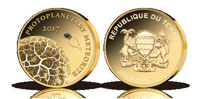 En guldmønt med et ægte fragment fra solen
