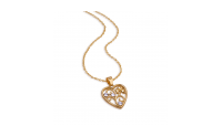 Bliv en af vores heldige, som får fingrene i denne smukke og forgyldte halskæde med tre Swarovski-krystaller som fremhæver en flot firkløver. Denne smukke halskæde er forgyldt med 18 karat guld som leveres i smuk indpakning.