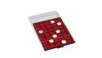 Røgfarvet møntskuffe til møntholdere eller møntrammer med en rød bakke. Har plads til 20 møntholdere.