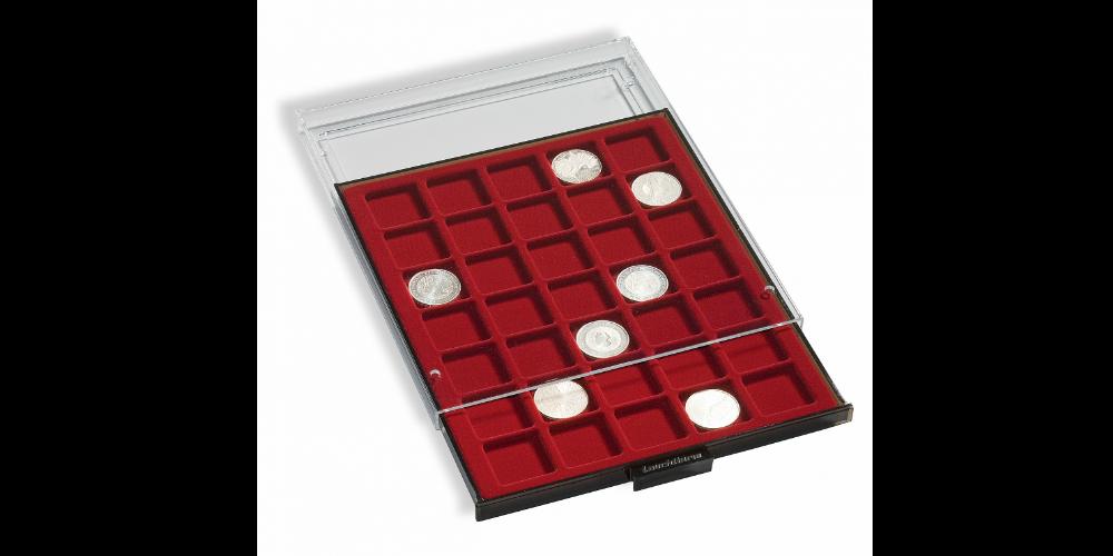 Røgfarvet møntskuffe til møntholdere eller møntrammer med en sort bakke. Har plads til 20 møntholdere.