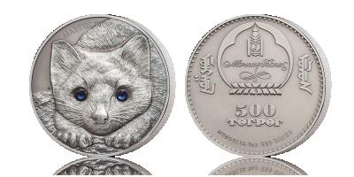 Detaljeret sølvmønt præget med en zobel - med to store glitrende krystaløjne
